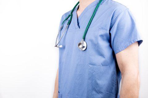 Bledomodré pracovné oblečenie v zdravotníctve